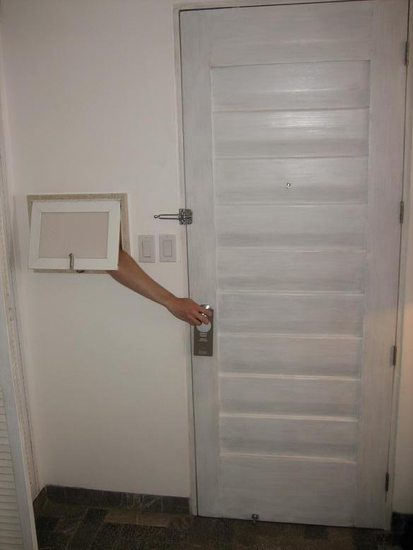 Hmmm...is that someone's arm easily accessing the door of our pimp room at Las Brisas???