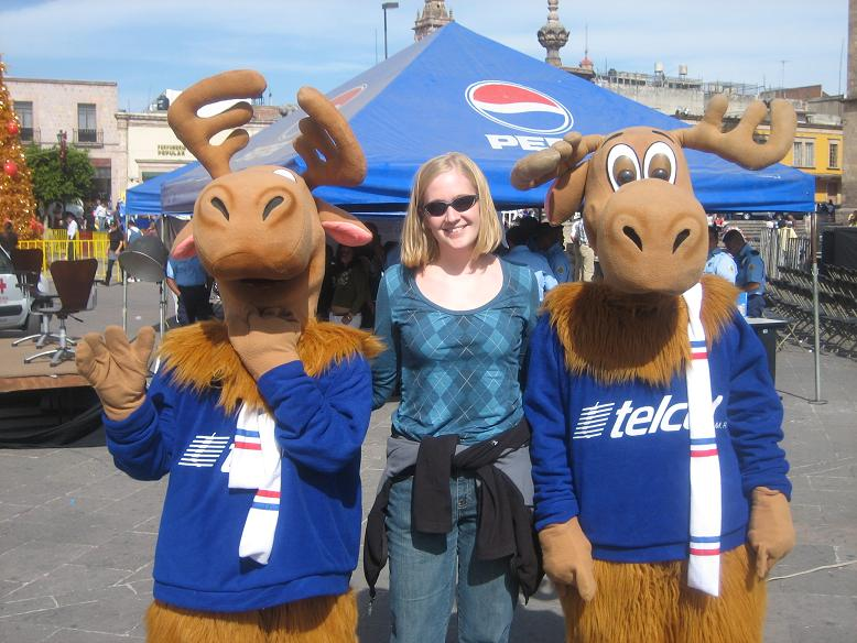 I wouldn't call these Telcel moose mascots the brightest bulbs in the pack... Luckily I am old enough to know better, but for most children, seeing a photo of themselves next to a moose who is sticking its hoof into its neck & having 2 beady eyes staring back could cause some serious trauma...