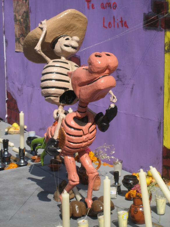 Obviously, if a pig is on display for Día de los Muertos, it just makes sense that the pig's bones would be pink.