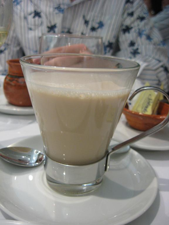 Penny however opted for the cafe con leche-- a bit of coffee topped off with heated milk. A perfect end to the evening!