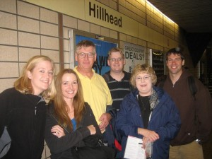 Off to squeeze ourselves onto the miniature subway of Glasgow at the Hillhead stop!