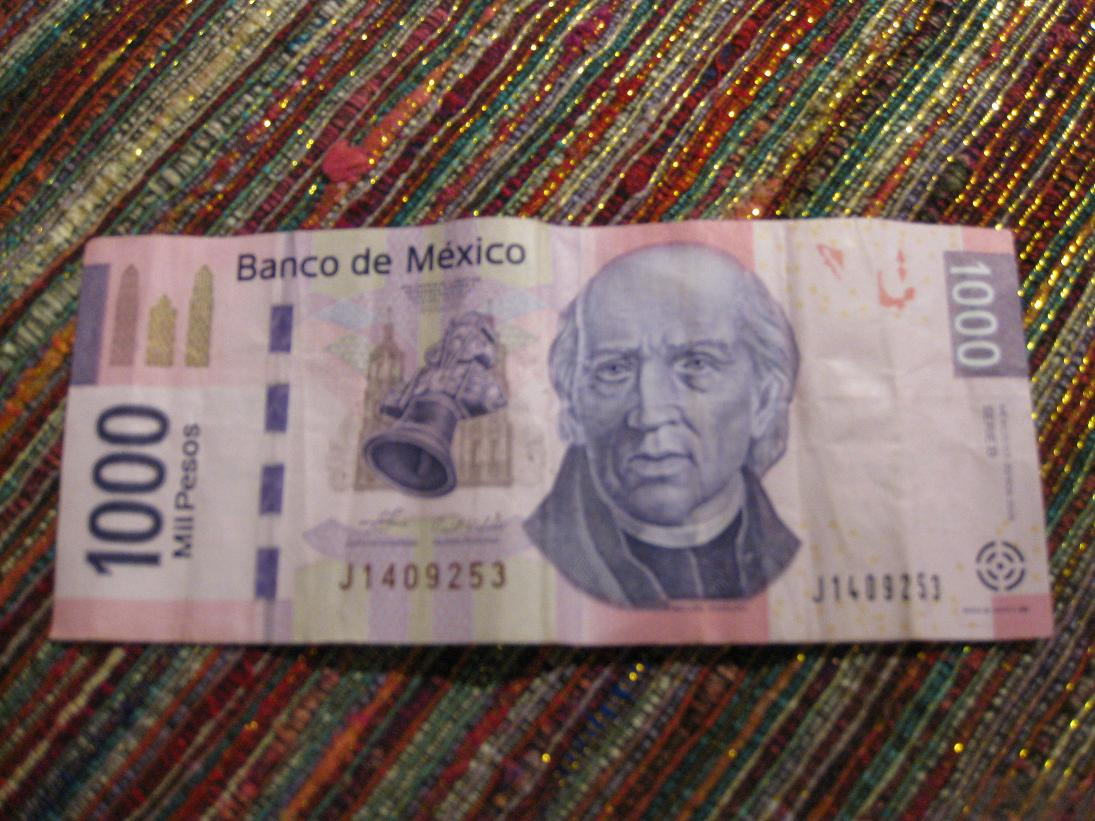 My first (and hopefully last) $1000 peso bill, which seems almost as funcional here in DF as the turn signal has been on our car.