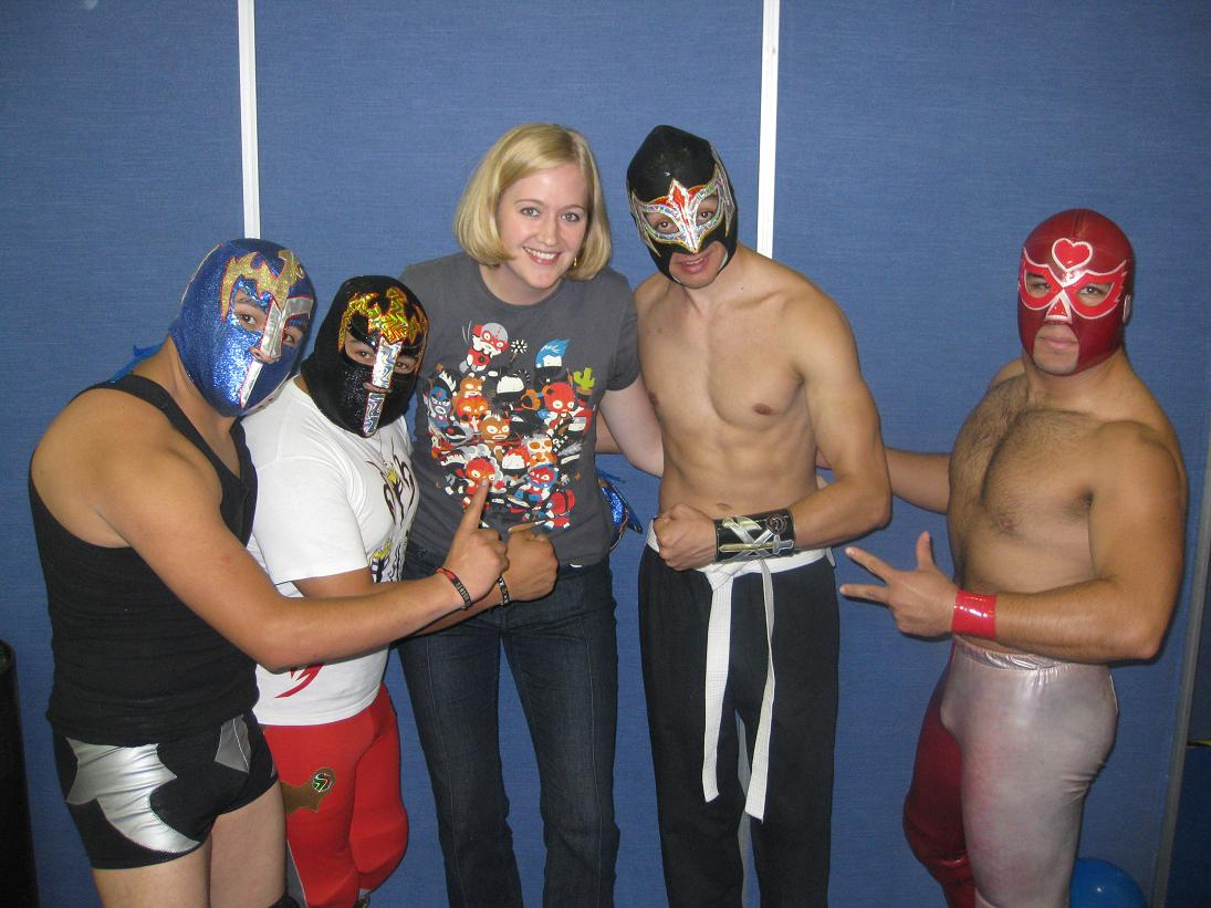 I scored a pic with some of the AULL's (Alianza Universal de Lucha Libre) up-and-coming stars... I ducked down so as not to impinge on anyone's manhood.