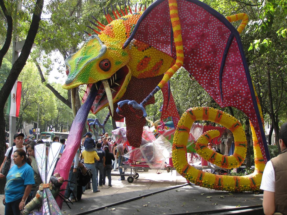 This alebrije eating a dragonfly rules. I am impressed at his ability to stabilize himself on his curled-up tail.