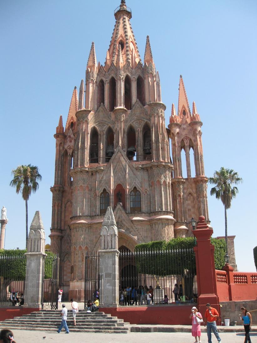 The iconic pink Parroquia of San Miguel de Allende.